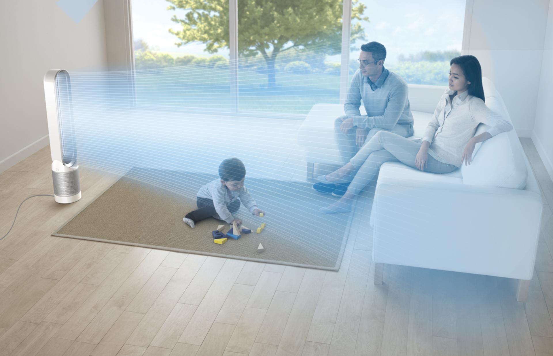 Máy lọc không khí Dyson Pure Cool đang luân chuyển không khí trong phòng sinh hoạt gia đình
