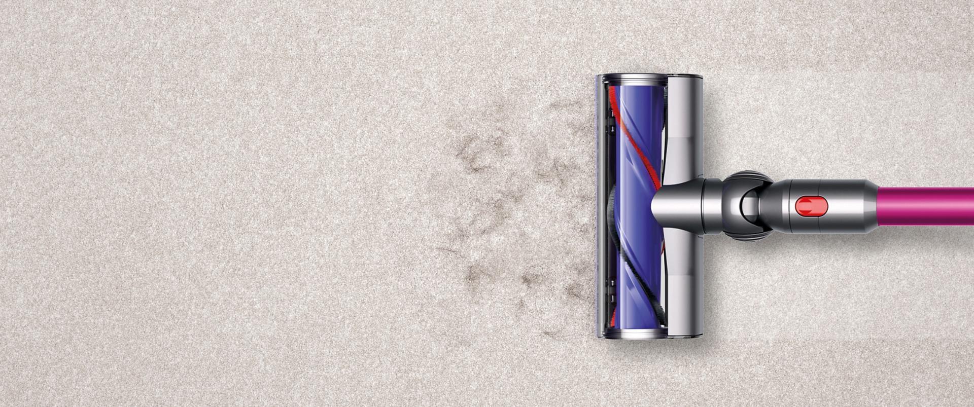 מברשת של Dyson על שטיח