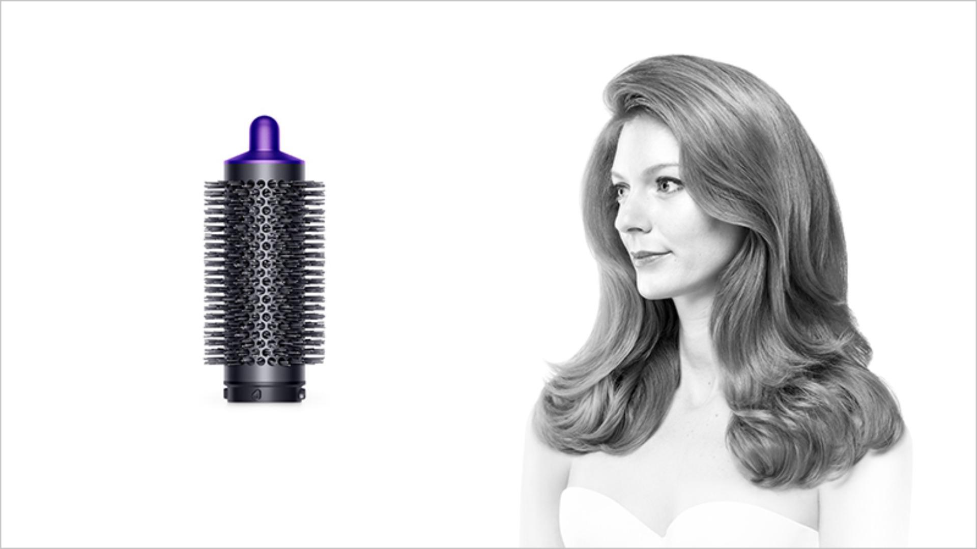 Round volumising brush with model using product