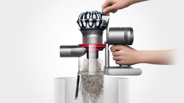 Emptying the Dyson V7 bin