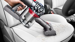 Mini Motorised Tool cleaning inside car