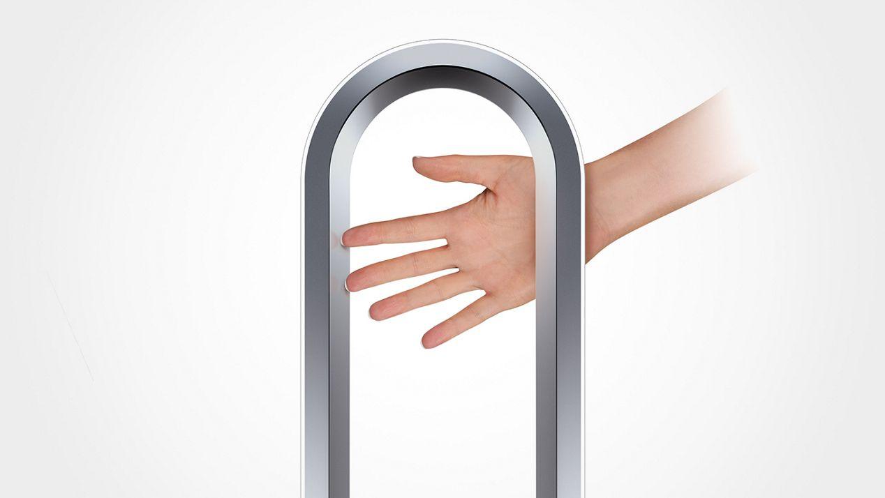 Eine Hand demonstriert, wie sicher der Dyson Cool™ Turmventilator ist