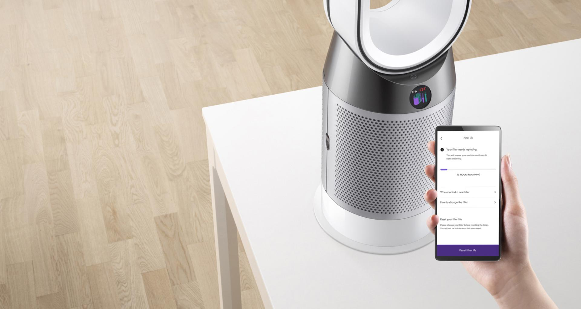 Dyson Link app controlling the Dyson Pure Hot+Cool purifier