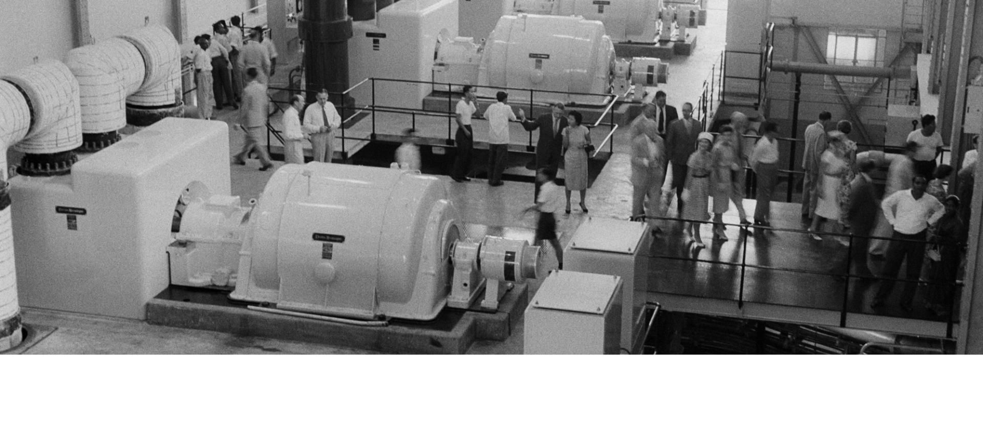 1960년 보수 직후 세인트 제임스 파워 스테이션 터빈 룸