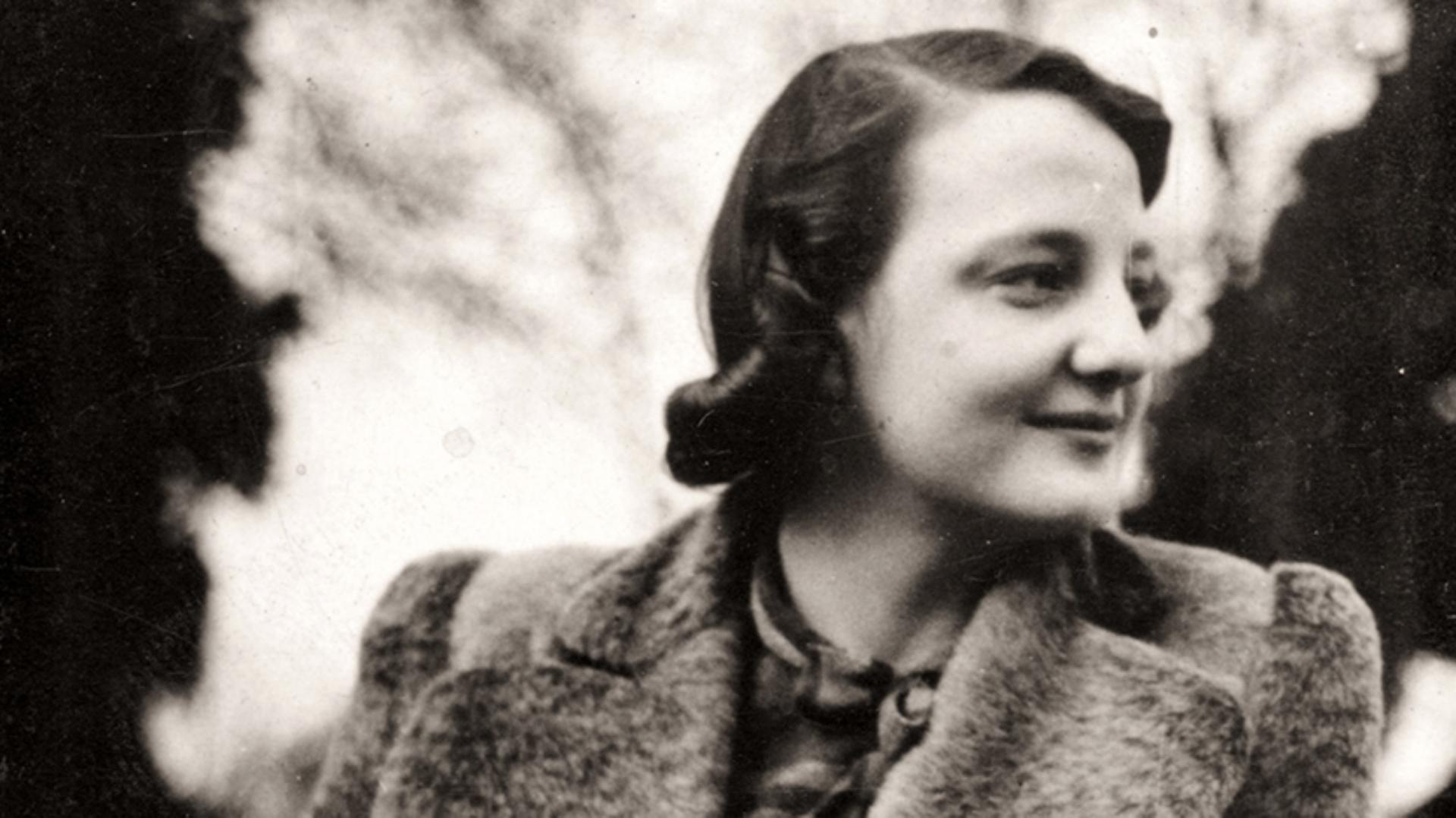 James Dyson's mother, smiling and with a 1940's hairstyle