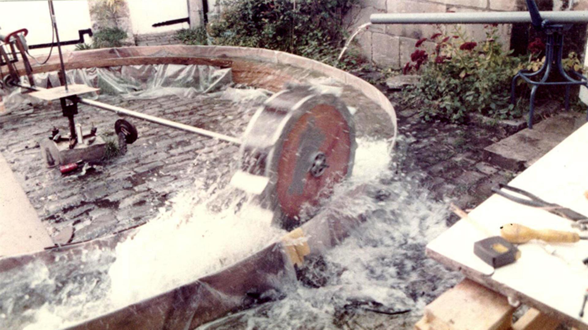 Wheelboat mechanics being tested in a water tank