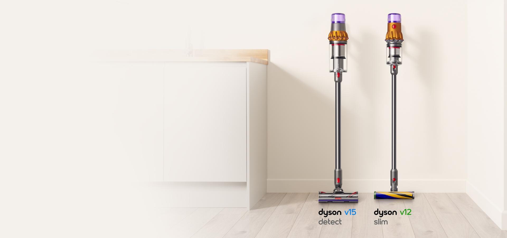 odkurzacz Dyson V15 Detect i Dyson V12 Slim wiszące na ścianie