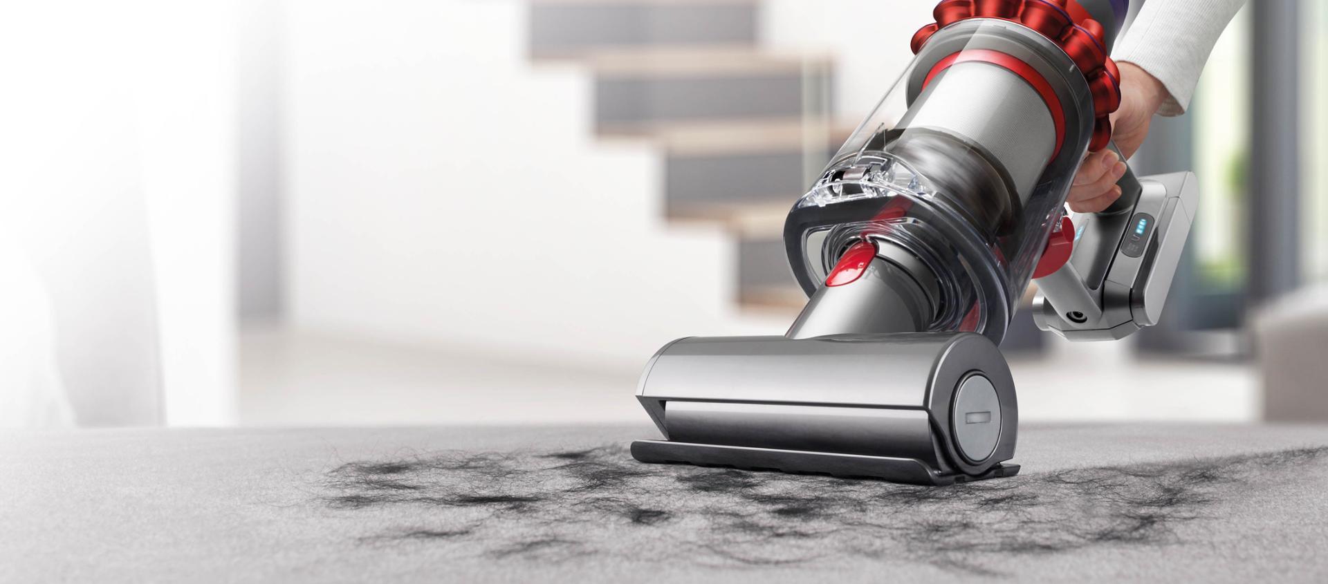 Dyson Cyclone V10™ 吸塵機於手提式下清潔傢具裝飾