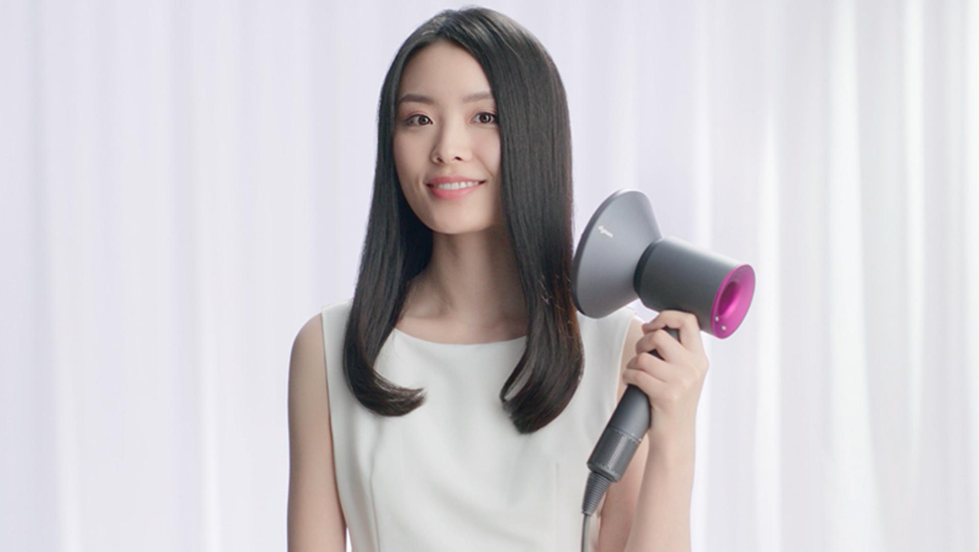 Video about how to use the Dyson Supersonic™ hair dryer Diffuser