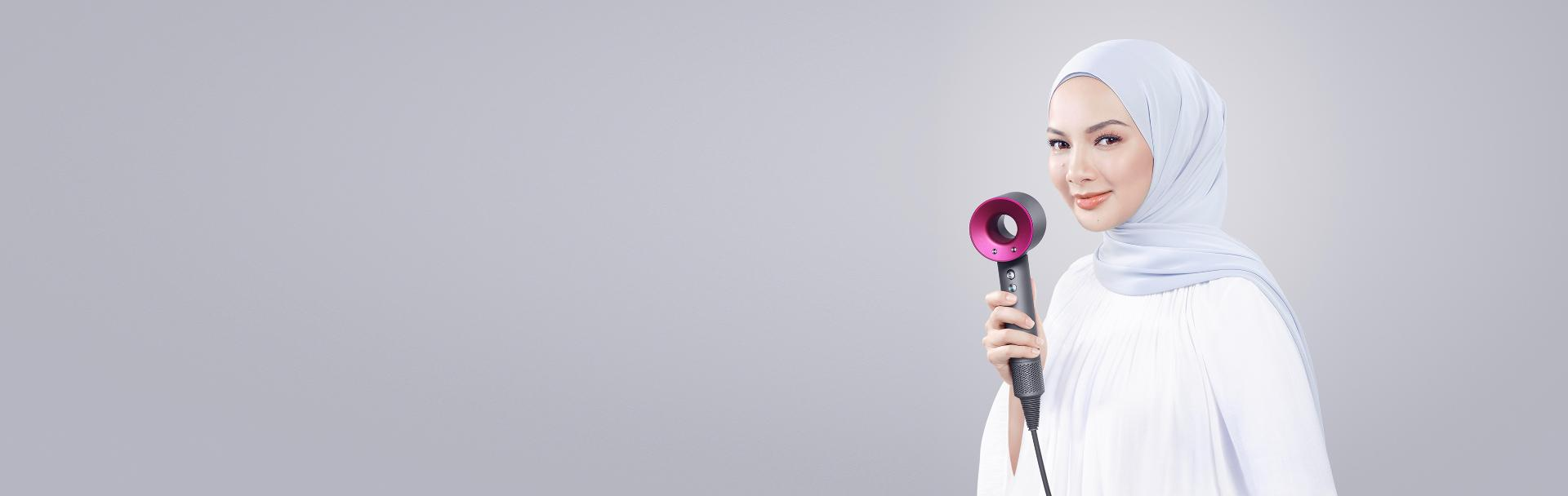 Actress Neelofa holding her Dyson Supersonic