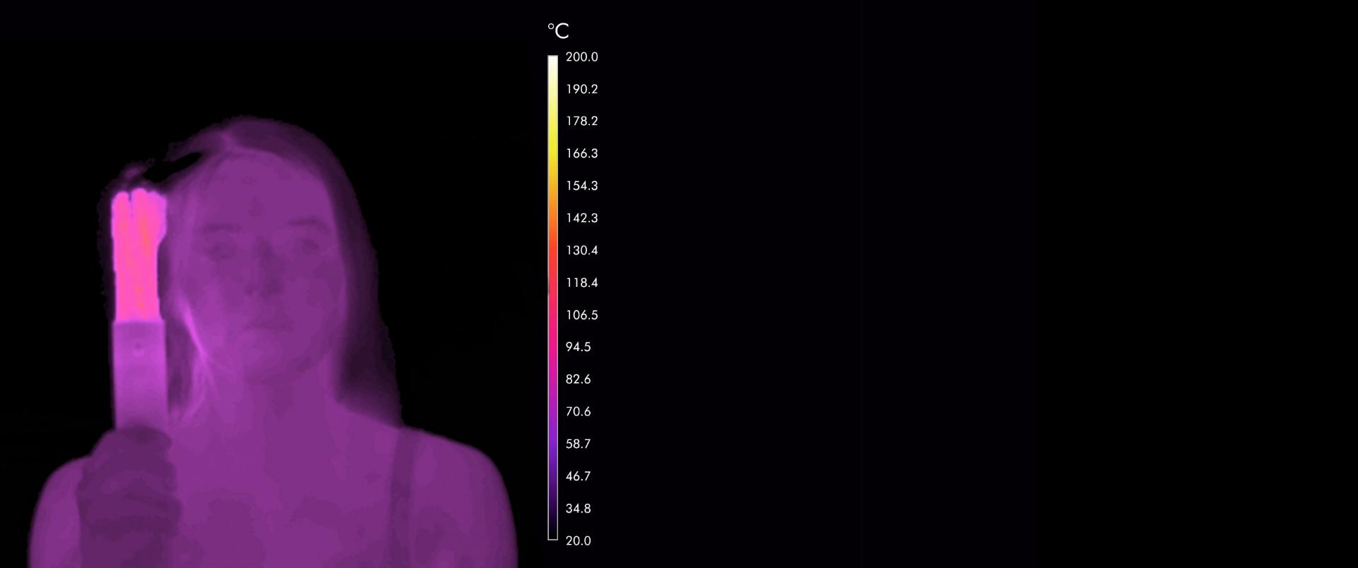 رسم توضيحي يُبين كيف يمكن أن يتعرض الشعر للتلف الناتج عن الحرارة