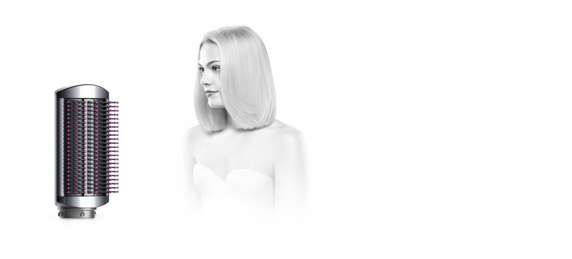 فرشاة التنعيم اللينة مع امرأة ذات شعر أملس