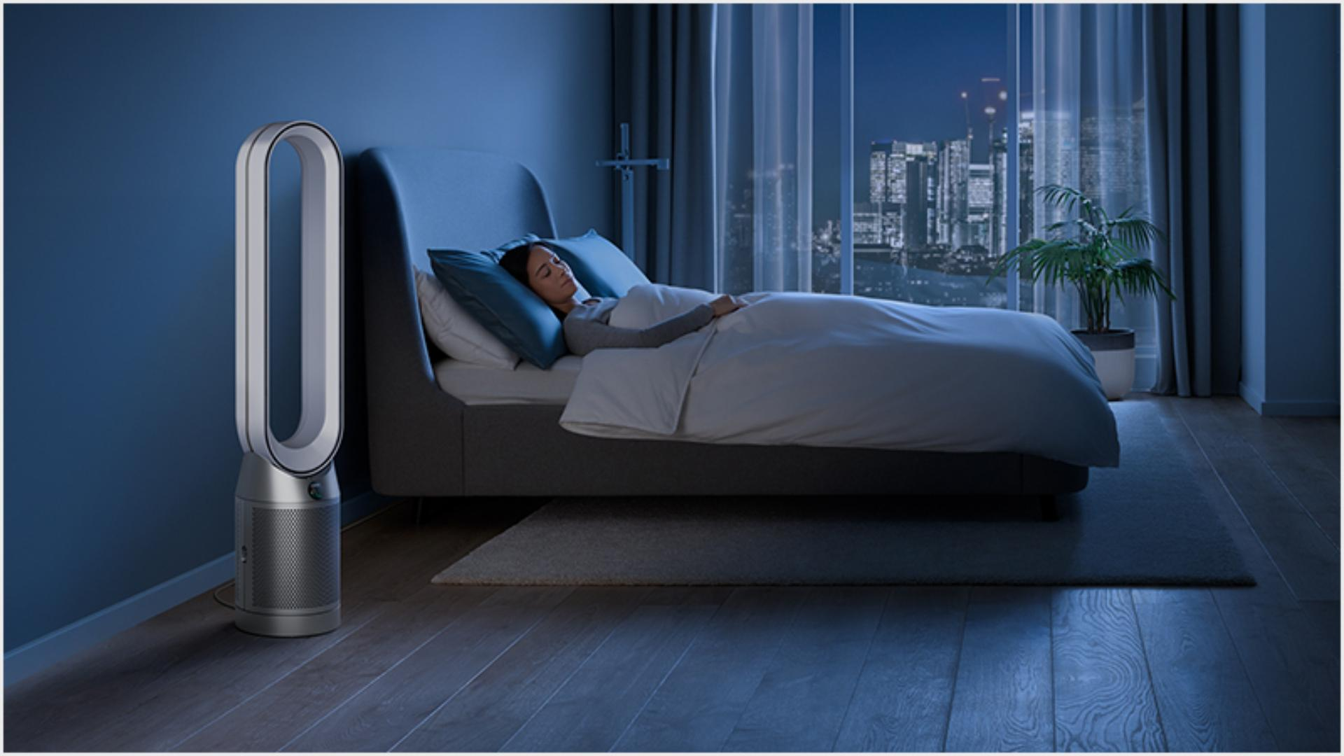 Someone sleeping peacfeully in a hotel room purified by a Dyson purifier