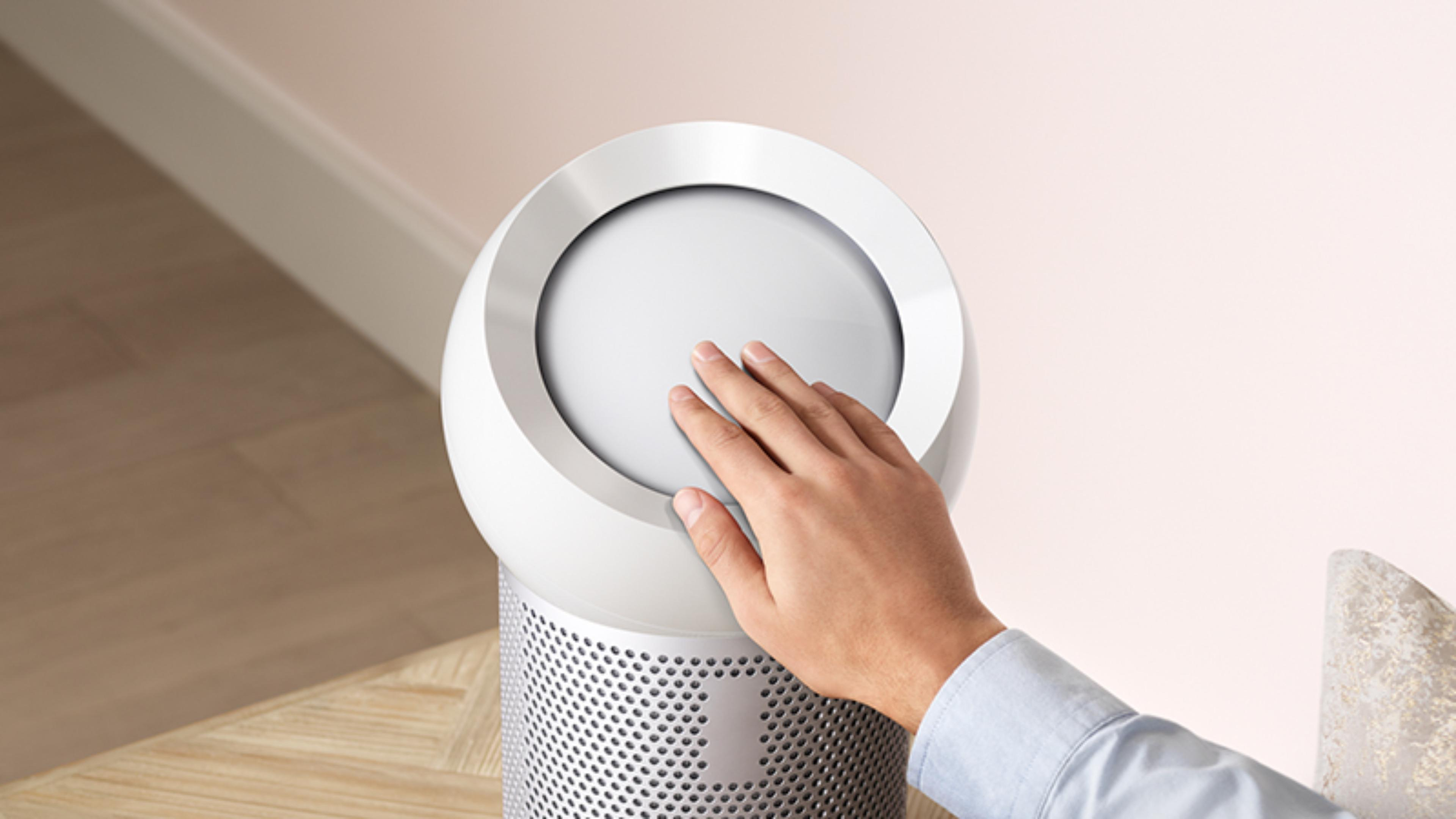 Hand reaching out to refocus airflow with Dyson Core Flow technology