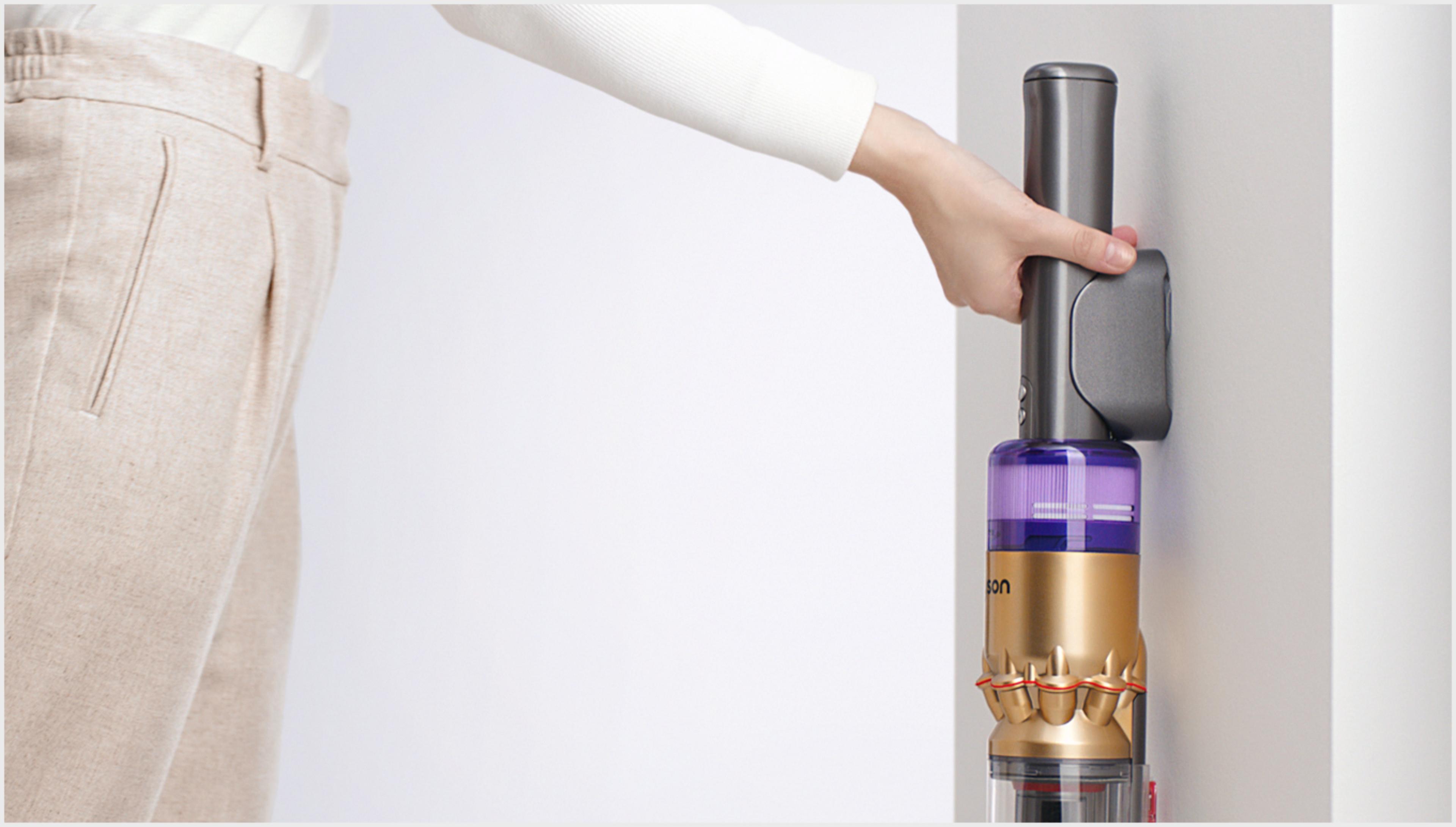 벽 설치형 거치대 장착된 다이슨 옴니-글라이드™+ 무선 청소기