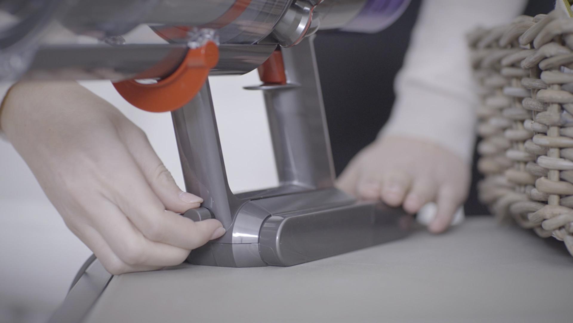 Videó a Dyson V11™ porszívó dokkolójának beállításáról