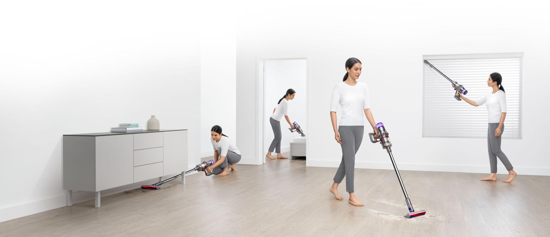 ผู้หญิงขณะกำลังทำความสะอาดจุดต่างๆ ภายในบ้าน