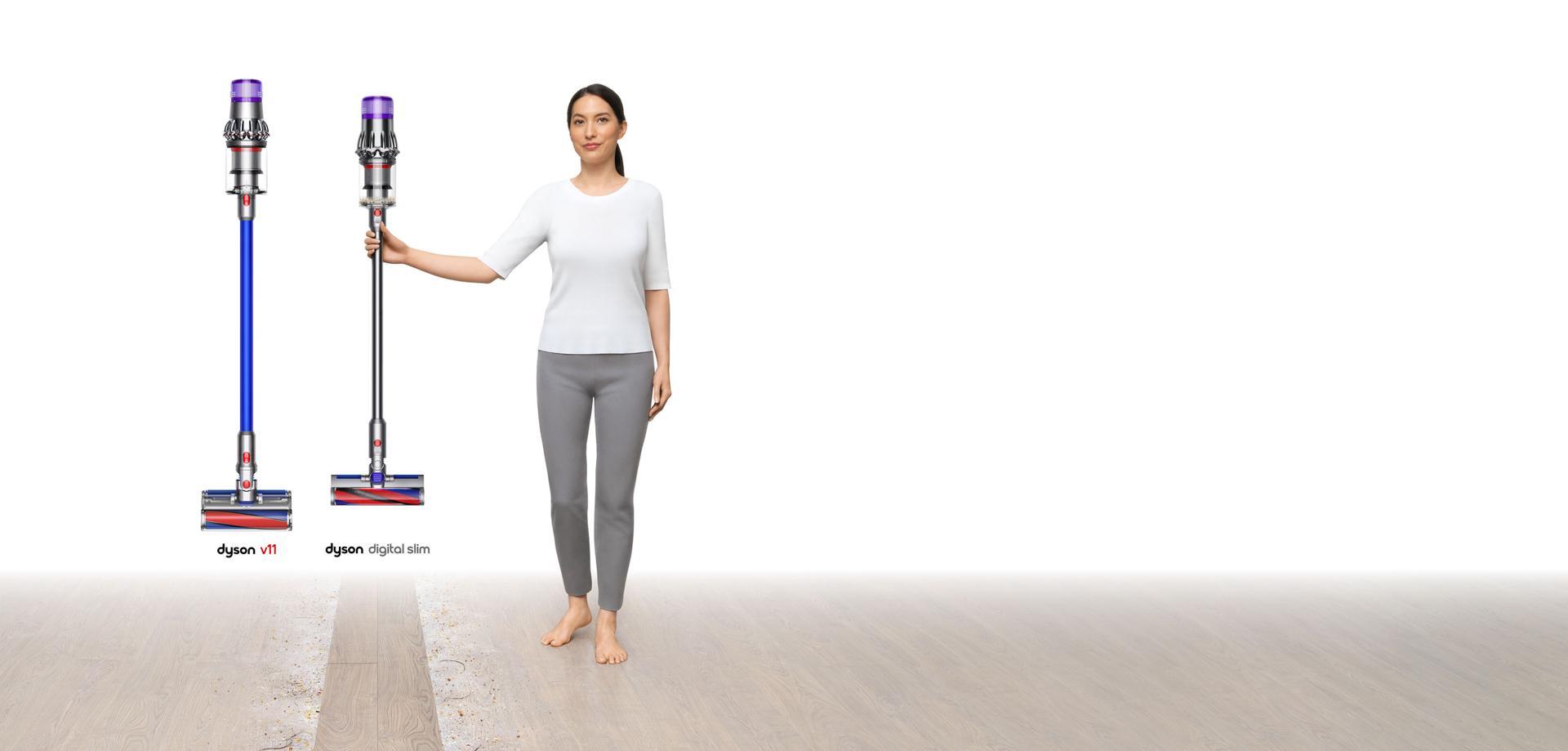 ภาพของผู้หญิงขณะกำลังถือเครื่องดูดฝุ่น Dyson Digital Slim™ พร้อมกับ V11™