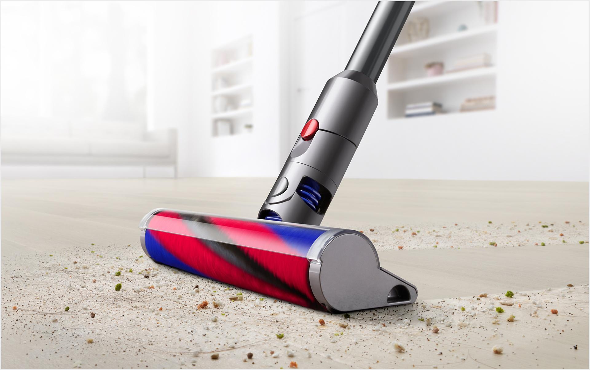 ภาพของ Dyson Digital Slim™ ขณะทำความสะอาดพื้น