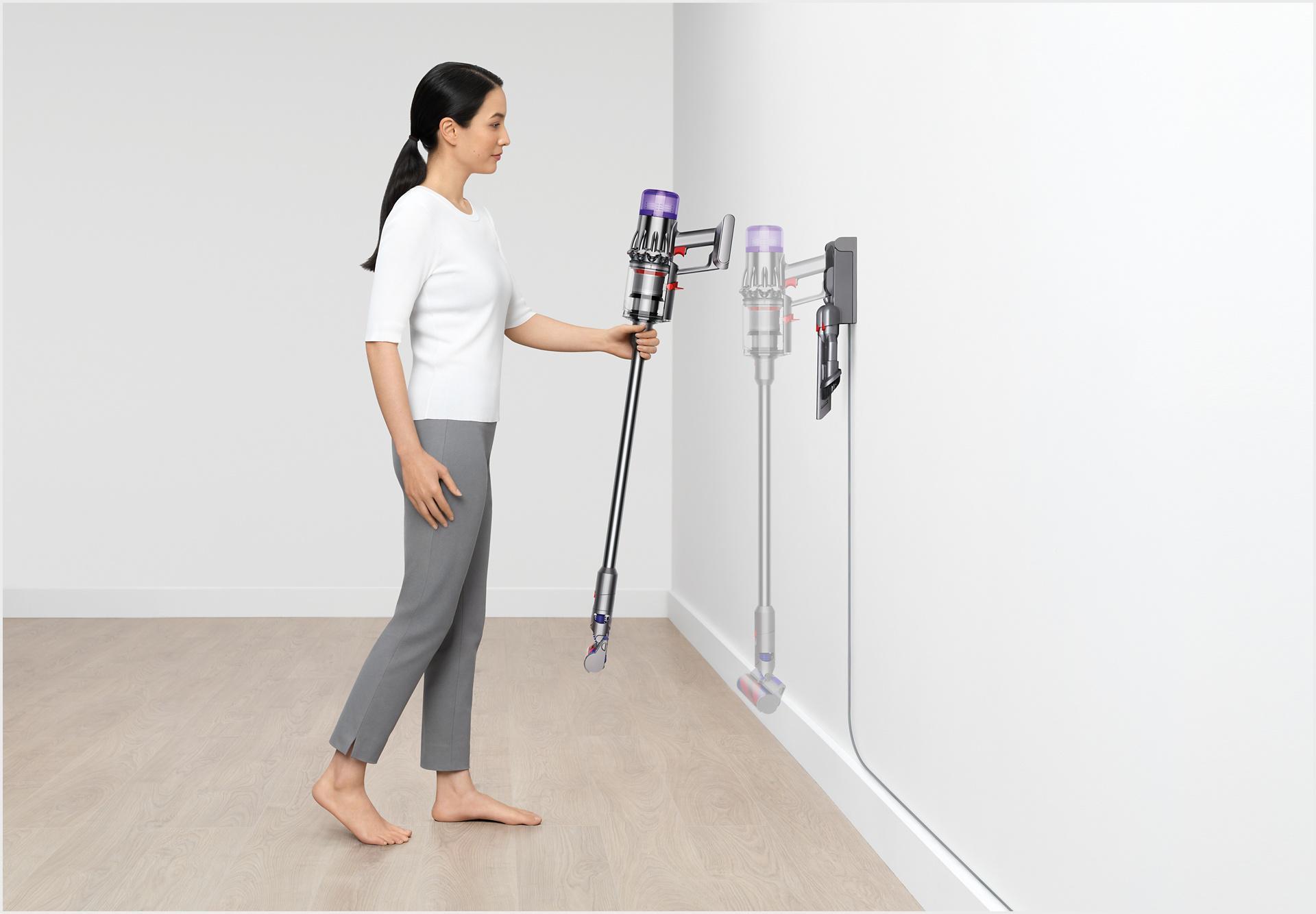 เครื่องดูดฝุ่น Dyson Digital Slim™ ขณะถูกวางลงบนแท่นติดผนัง