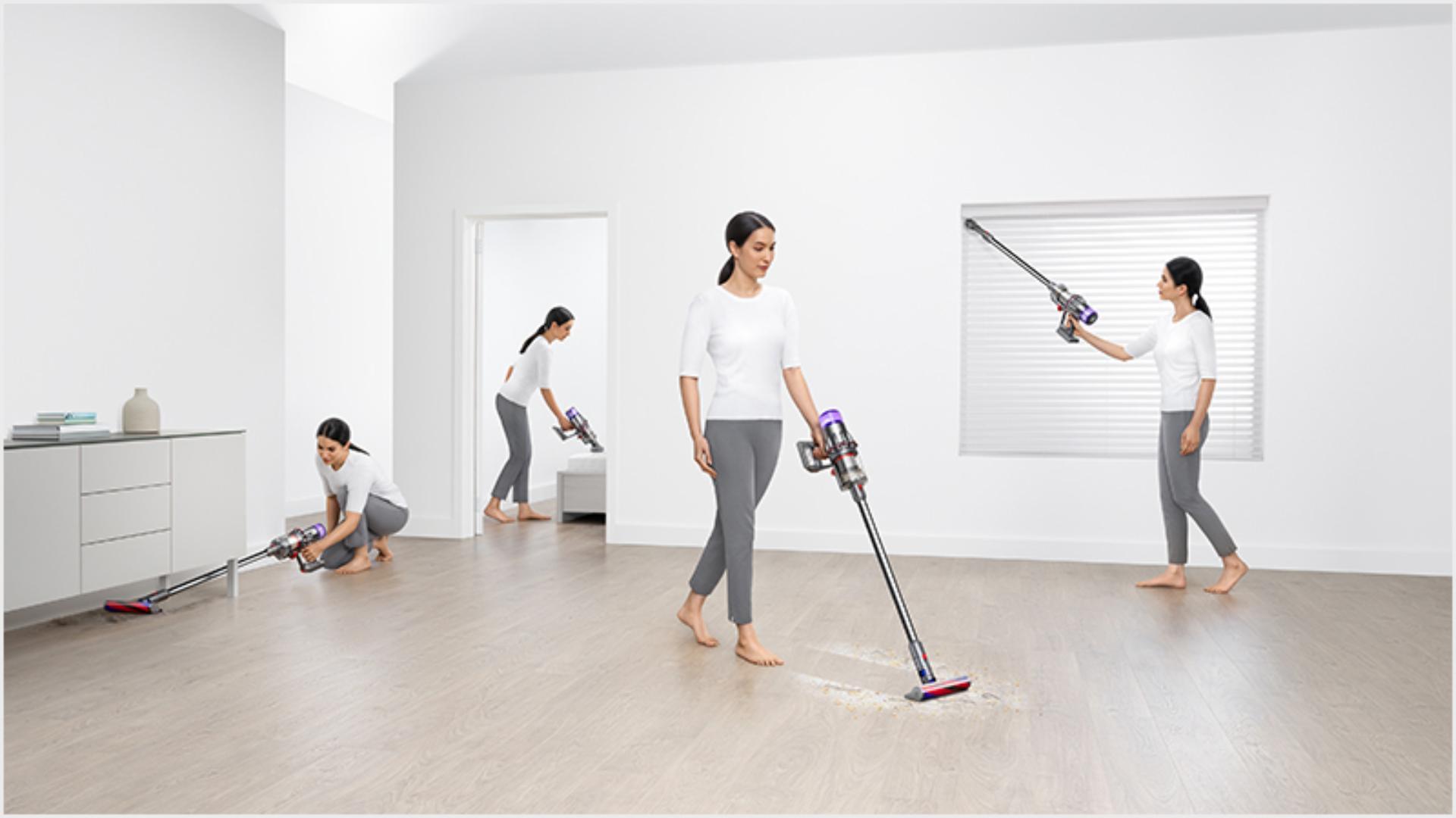 ผู้หญิงขณะกำลังทำความสะอาด 3 รูปแบบรอบบ้าน