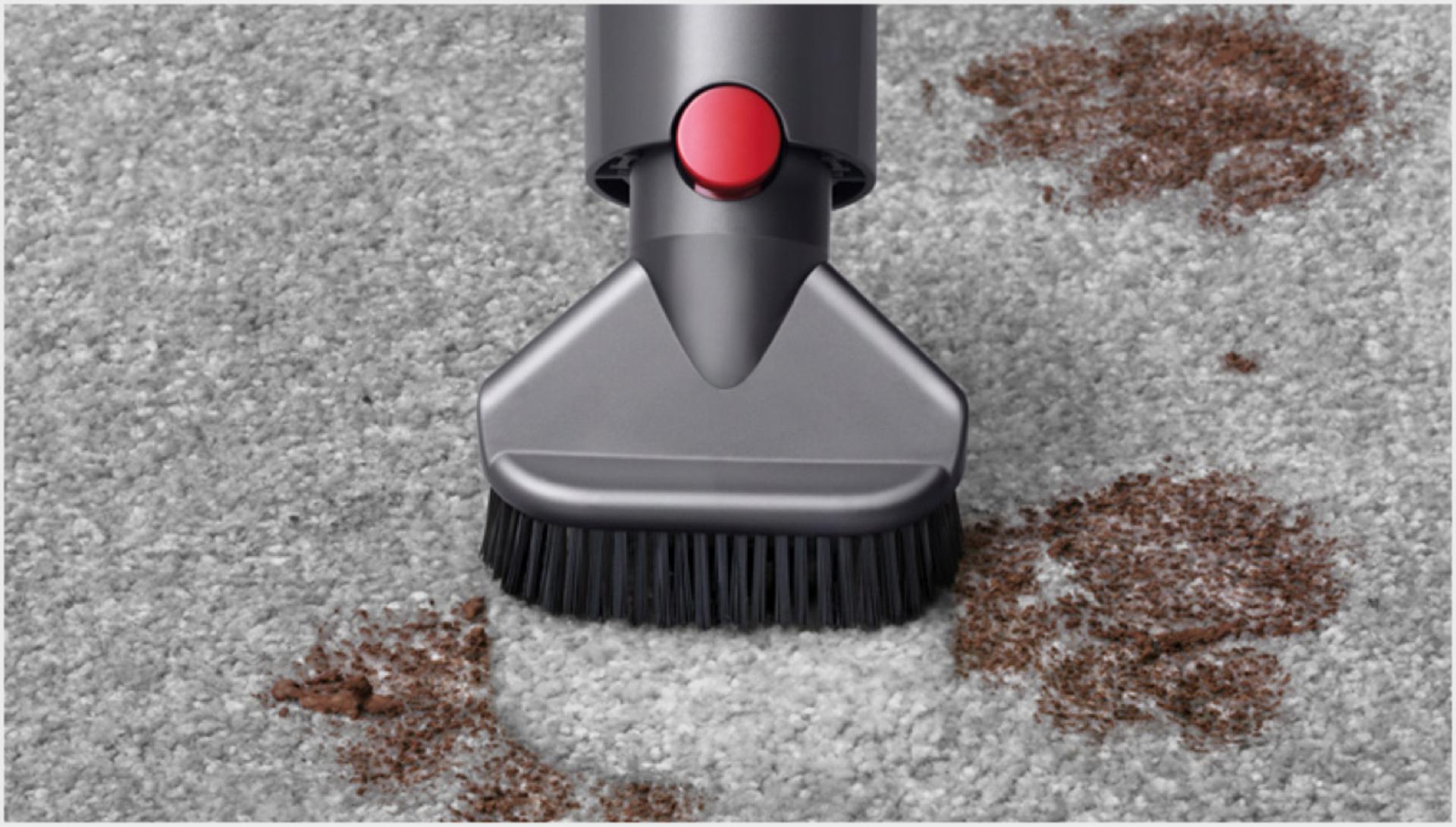 깊숙이 박힌 먼지를 청소하는 스터번 더트 브러쉬