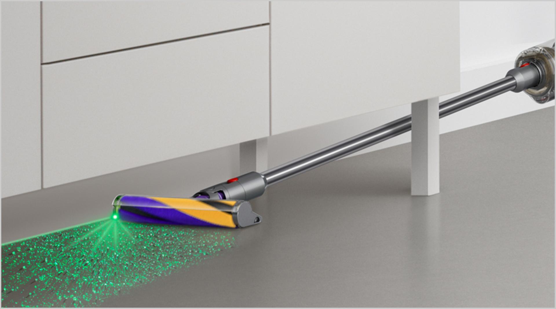 Đầu hút Laser Slim Fluffy đang làm sạch bên dưới đồ nội thất thấp