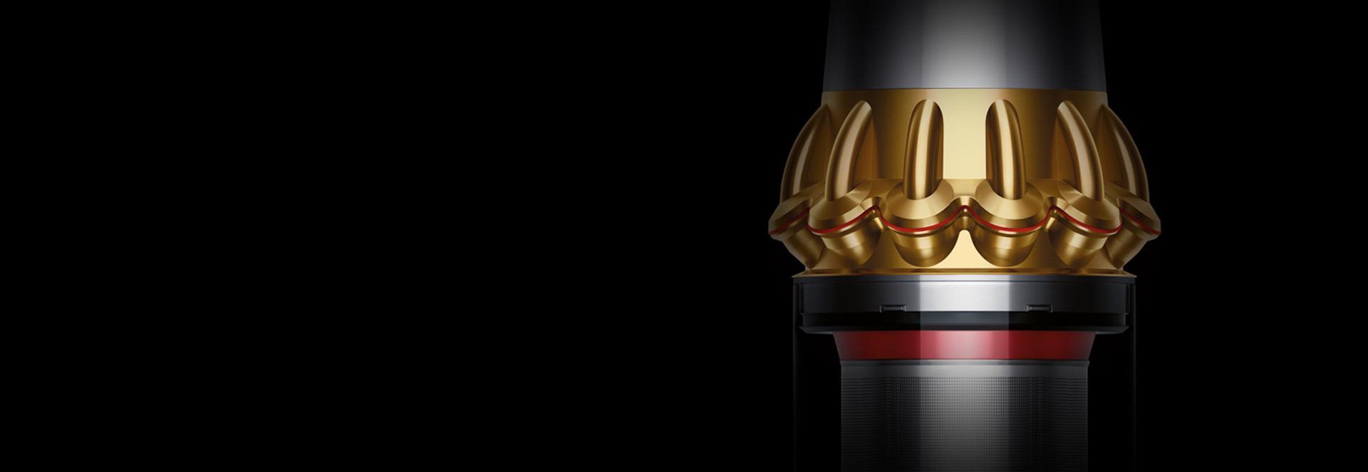 Özel altın renkli kablosuz süpürgenin yakından görünümü