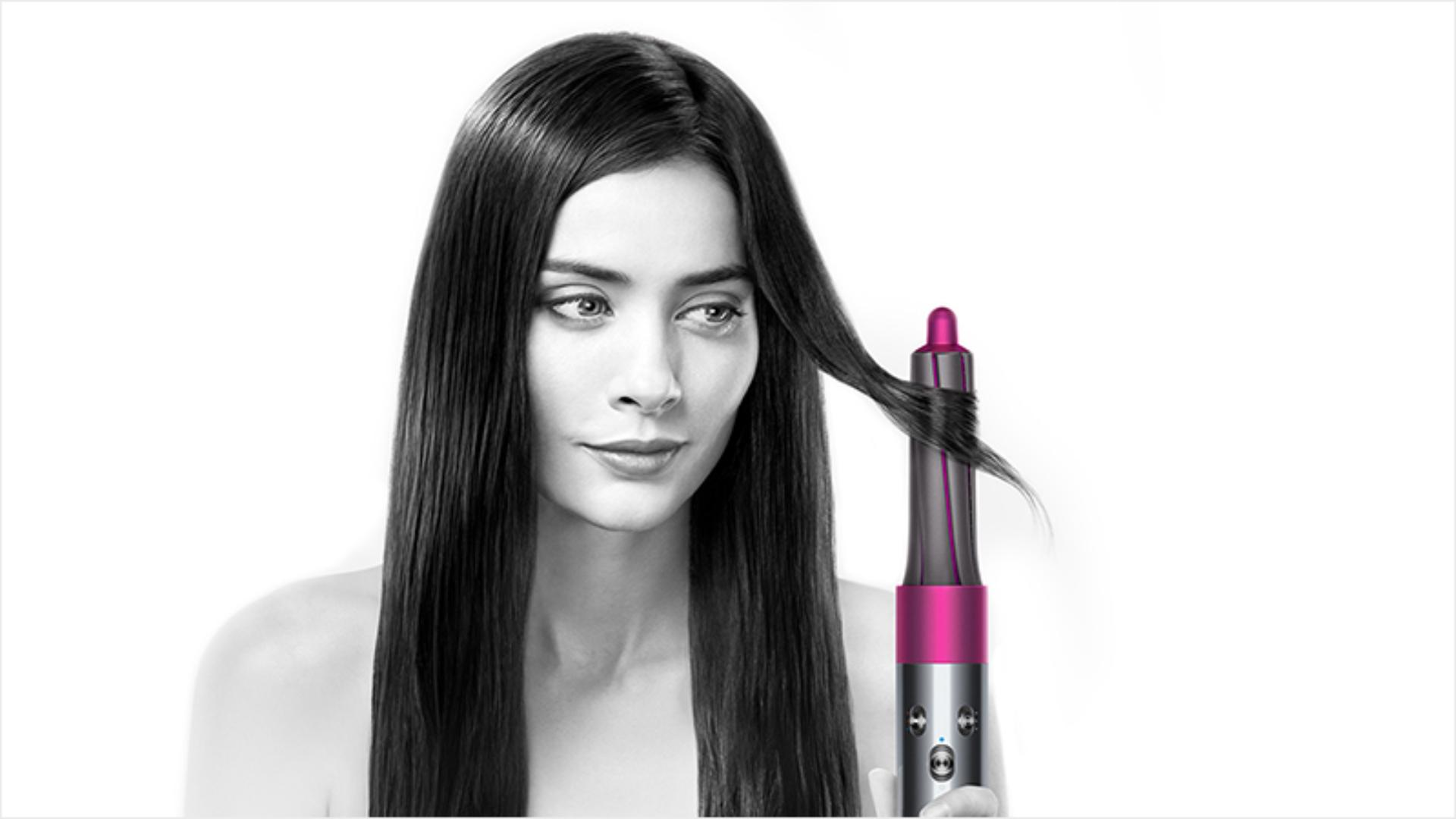 Model with straight hair using the Dyson Airwrap™ styler