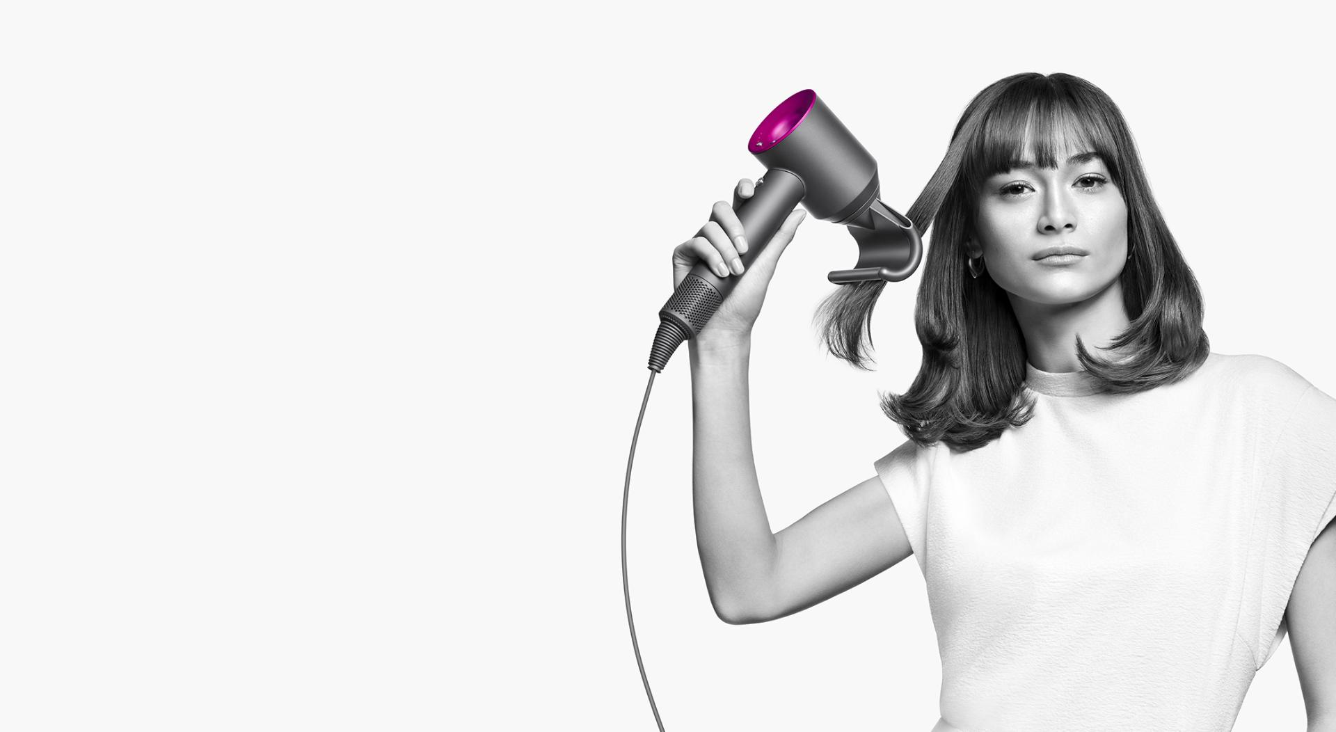 Model using a Dyson Supersonic with the new Flyaway attachment