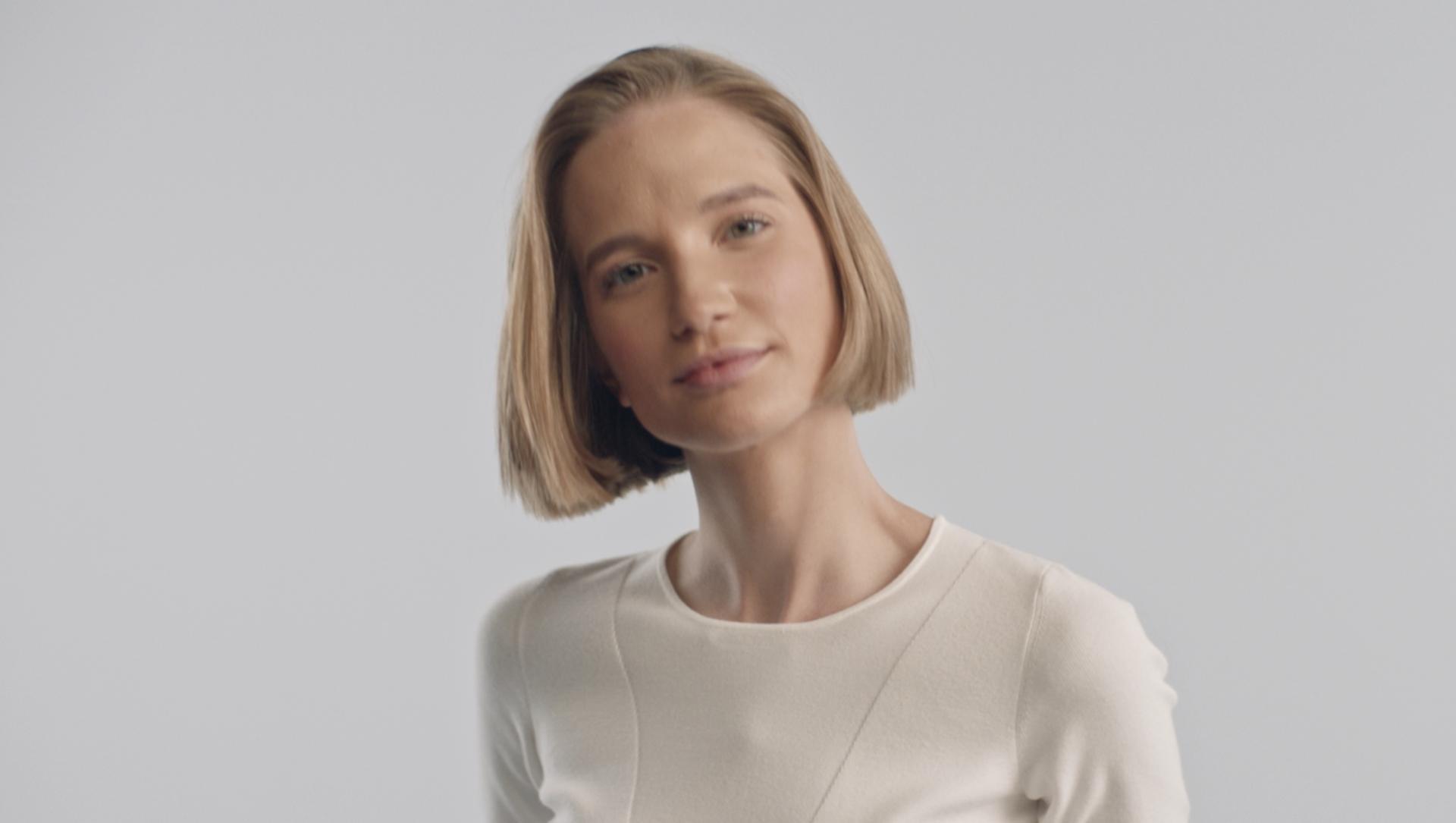 Kısa saçları ve kahkülleri nasıl kolaylıkla şekillendireceğinizi gösteren video.