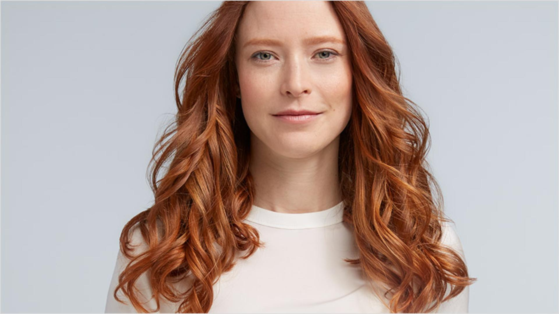 Model with casual curls