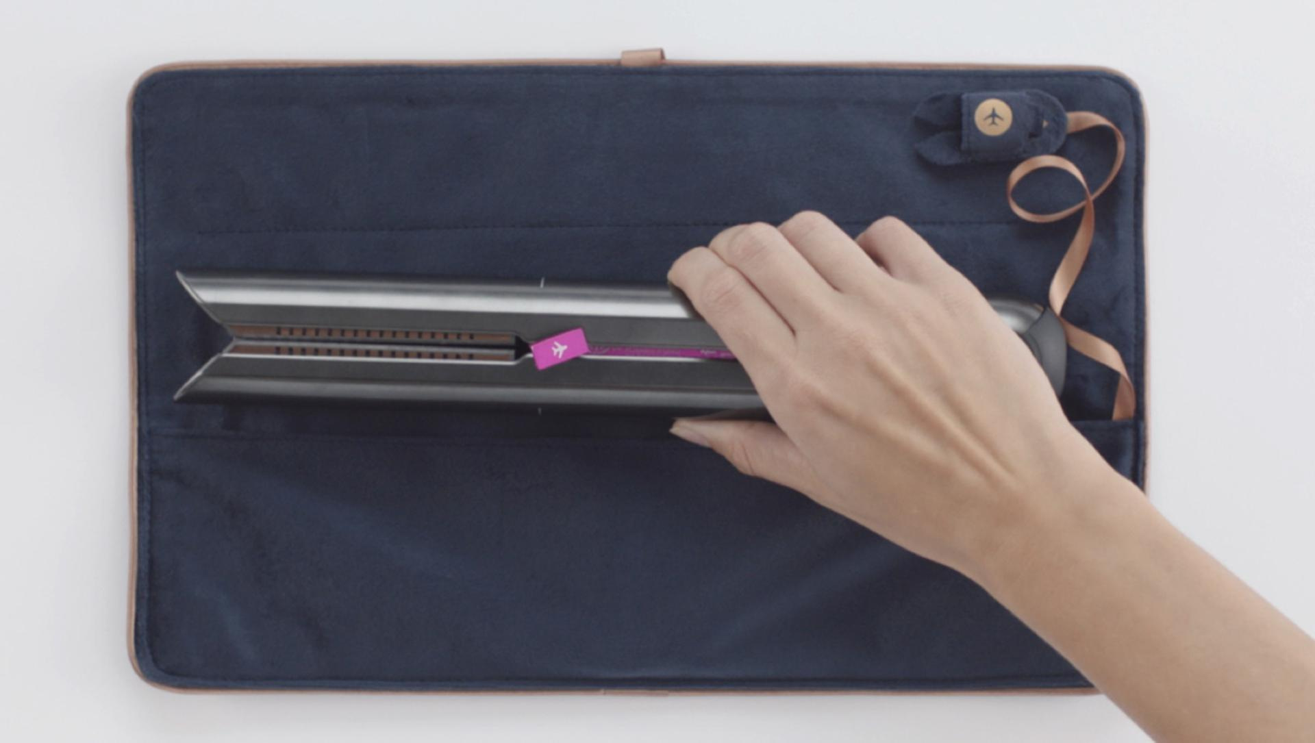 Straightener in Heat-resistant travel pouch
