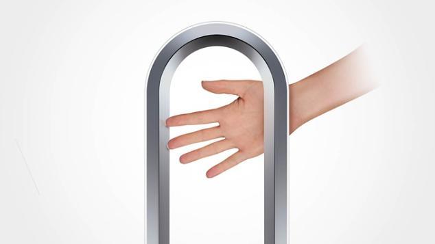 A Dyson Cool™ AM07 toronyventilátor biztonságosságát szemléltető kéz.