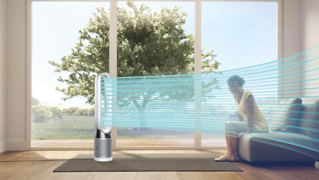 Woman being cooled by Dyson Pure Cool™ purifying fan