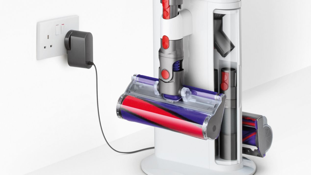 Close-up of Dyson Cyclone V10 Dok™ and wall socket with plug
