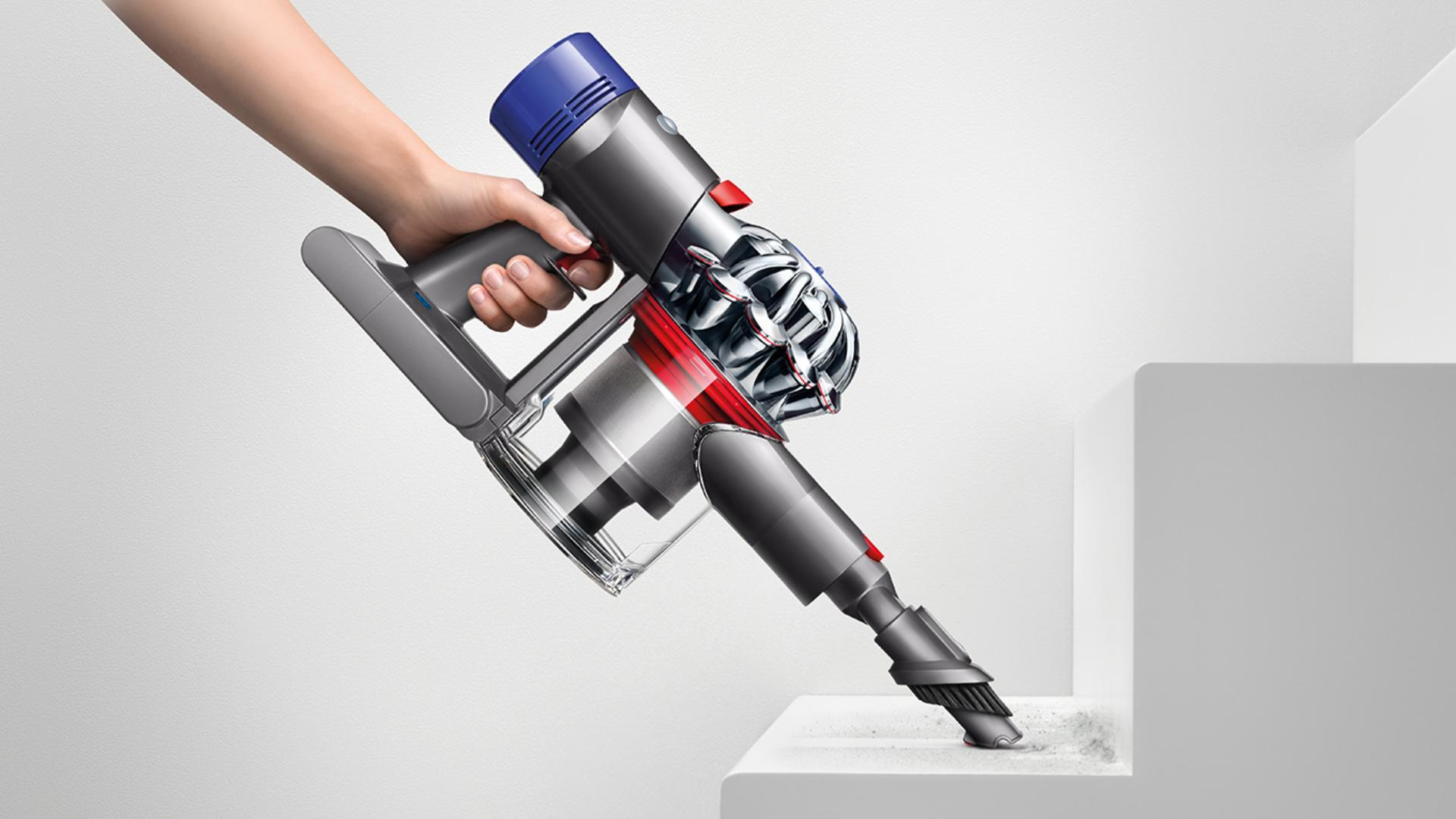 Demonstrating Dyson V8 Absolute transforming to a handheld in one click.